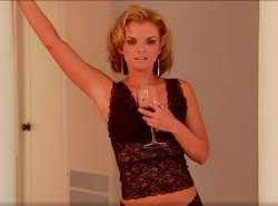 Видео женщина разделась в прямом эфире до гола — pic 15